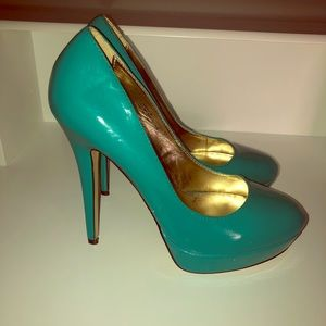 Size 8 turquoise pumps